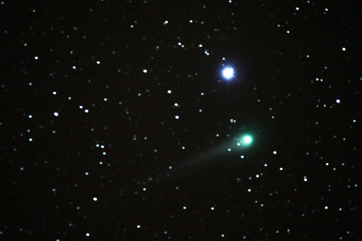 zu 1.: Komet Lulin mit Regulus